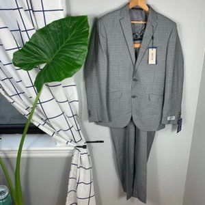 Nwt Kenneth Cole Reaction Gray Two-Piece Suit